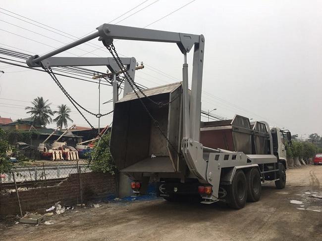 xe chở bùn Hino FL 3 chân 3 thùng chứa riêng biệt
