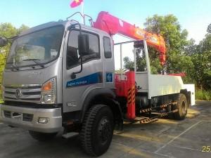xe cứu hộ Dongfeng Trường Giang lắp cẩu Kanglim 5 tấn,có càng nâng