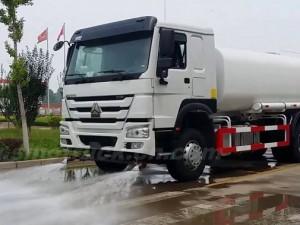 Xe phun tưới nước rửa đường 3 chân 13 khối Howo Dongfeng