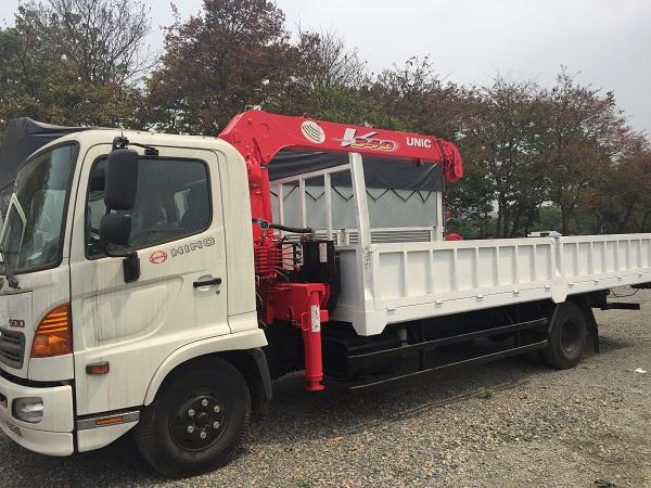 Xe tải Hino gắn cẩu unic 3 tấn 4 đốt 2018