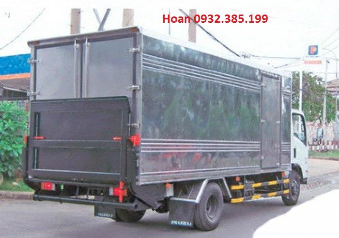 Xe tải thùng kín Isuzu Vĩnh Phát FN129 có bửng nâng tải trọng 8 tấn